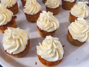 Svenska Morotskaka: schwedischer Karottenkuchen mit Zitronen-Topping