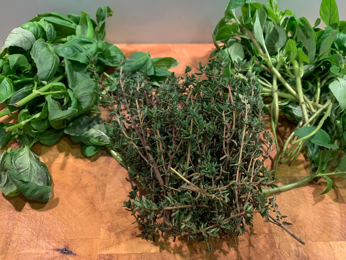 Geschenke aus der Küche: selbstgemachtes Kräutersalz