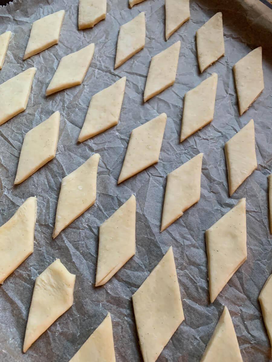 Plätzchen backen - Salzkaramell-Rauten mit Macadamia-Nüssen